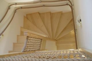Provazové zábradlí na schodiště